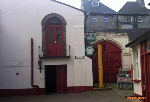 Inn den røde porten til høyre lå det opprinnelige Smithwick's-bryggeriet.
